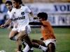 1987-06-14-santos-3-x-0-america-sp-paulista-carlos-alberto-conduz-observado-por-osvaldo-600