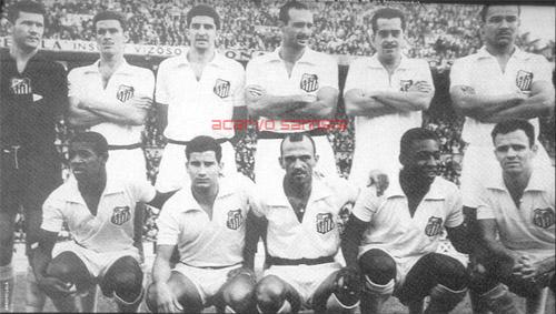 1959-surras-nos-europeus-lala-getulio-ramiro-pavao-zito-e-mourao-agachados-dorval-afonsinho-jair-pele-e-pepe