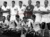 1956-em-pe-helvio-ramiro-urubatao-manga-zito-e-ivan-agachados-alfredinho-jair-alvaro-vasconcelos-e-tite