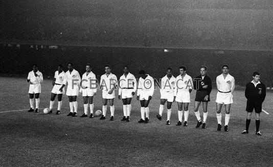 1963-06-12-santos-x-barcelona-espanha-time-perfilado