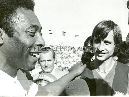 1974-09-01-santos-x-barcelona-espanha-pele-e-johan-cruyff
